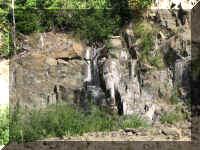 a f0912wa msh_142 road waterfall_1.JPG (81610 bytes)